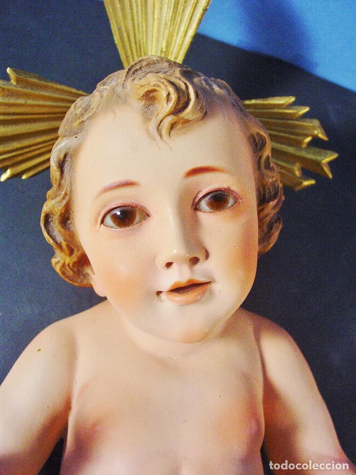Arte: PRECIOSO E IMPECABLE NIÑO JESÚS EN ESTUCO POLICROMADO - SELLO ARTE MODERNO OLOT. 43 CM.S DE ALTURA - Foto 2 - 99932091