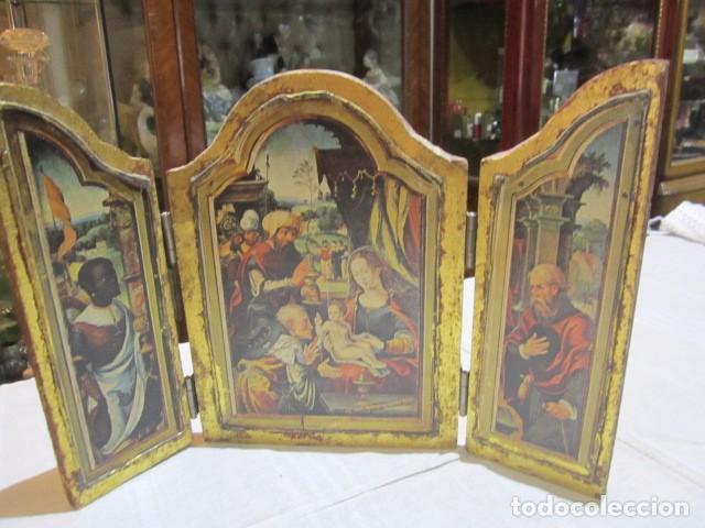VIEJO TRÍPTICO DE MADERA CON ESTAMPA DE LA ADORACIÓN DE LOS REYES MAGOS. MEDIDA CERRADO 14 X 19 CMS, (Arte - Arte Religioso - Trípticos)