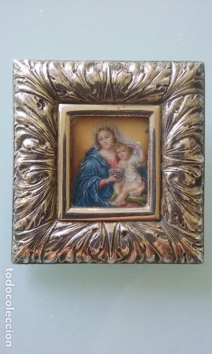 BELLISSIMA MINIATURA SOBRE MARFIL VIRGEN Y EL NIÑO EN MARCO SOBREMESA EN PLATA (Arte - Arte Religioso - Pintura Religiosa - Oleo)