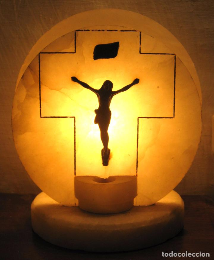 ANTIGUA BELLA Y ORIGINAL LAMPARA RELIGIOSA DE ALABASTRO CON CRISTO - ALTAR BENDITERA (Arte - Arte Religioso - Escultura)