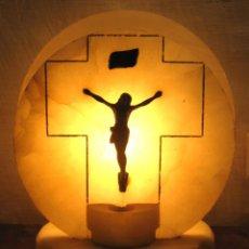 Arte: ANTIGUA BELLA Y ORIGINAL LAMPARA RELIGIOSA DE ALABASTRO CON CRISTO - ALTAR BENDITERA. Lote 102462679