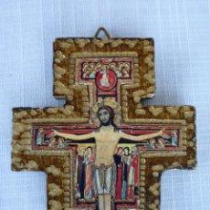 Arte: ICONO EN MADERA REPUJADA FORMA DE CRUZ, CRISTO CRUCIFICADO 9.5 CMS.. Lote 102656759
