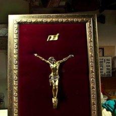 Arte: ENMARCADO DE CRISTO EN BRONCE MACIZO SOBRE TERCIOPELO GRANA. Lote 102845243