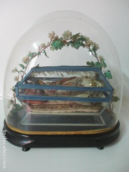 Arte: Virgen Yacente - Santa - Talla de Madera - Bordado en Hilo Dorado - Relicario -Fanal de Cristal -XIX - Foto 2 - 103409715