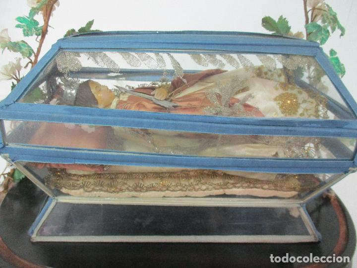 Arte: Virgen Yacente - Santa - Talla de Madera - Bordado en Hilo Dorado - Relicario -Fanal de Cristal -XIX - Foto 6 - 103409715