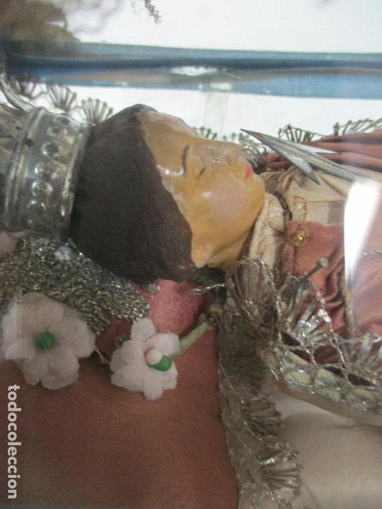 Arte: Virgen Yacente - Santa - Talla de Madera - Bordado en Hilo Dorado - Relicario -Fanal de Cristal -XIX - Foto 12 - 103409715