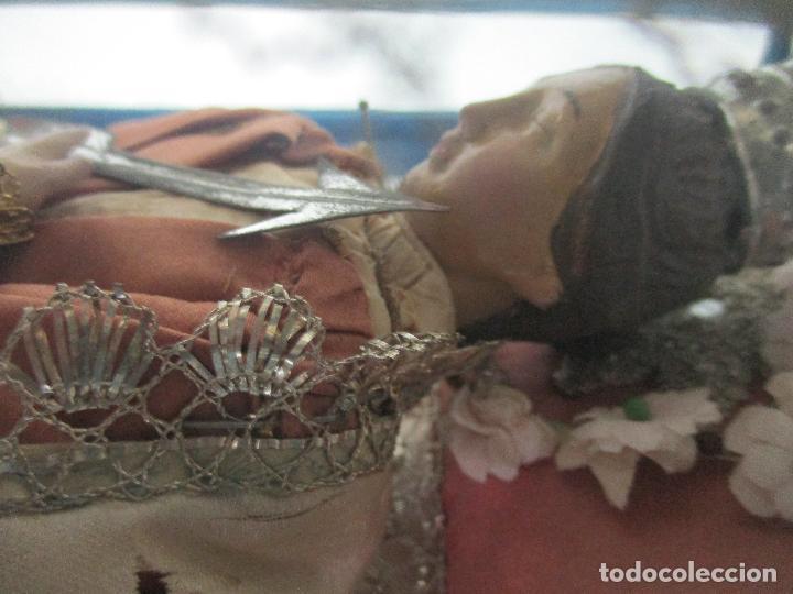Arte: Virgen Yacente - Santa - Talla de Madera - Bordado en Hilo Dorado - Relicario -Fanal de Cristal -XIX - Foto 18 - 103409715