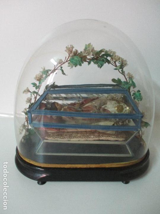 Arte: Virgen Yacente - Santa - Talla de Madera - Bordado en Hilo Dorado - Relicario -Fanal de Cristal -XIX - Foto 22 - 103409715
