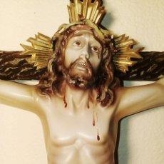 Arte: CRISTO EN LA CRUZ - PASTA DE OLOT - OJOS DE CRISTAL - MUY EXPRESIVO - AÑOS 1920. SU ESTADO MUY BUEN. Lote 103774104