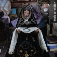 Arte: EXCELENTE DOLOROSA CAP I POTA TALLA DE MADERA VESTIDOS BORDADOS SXIX. Lote 104111335