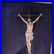 Arte: CRISTO EN LA CRUZ TALLA MADERA ESTUCADA Y POLICROMADA S. XIX. Lote 106021443