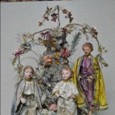 Arte - Antigua Sagrada Família, vestidera Figuras en cap y pota. En corcho, estuco y ropa de seda - 106600983