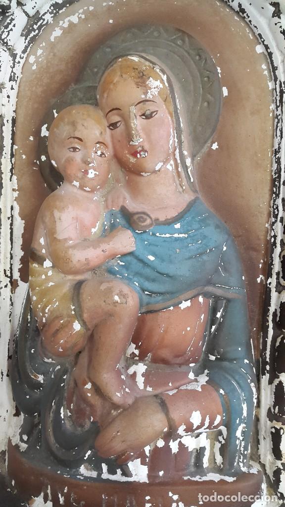 Arte: ANTIGUO RETABLO DE ESCAYOLA O YESO VIRGEN MARIA Y NIÑO JESUS - Foto 2 - 108084951