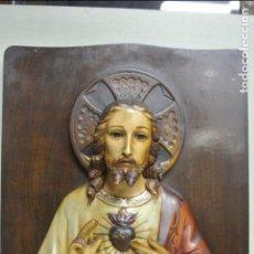 Arte: IMAGEN EN ESTUCO SOBRE PLAFON DE MADERA. SAGRADO CORAZÓN DE JESÚS. Lote 124402767