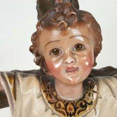 Arte: NIÑO JESÚS CRUCIFICADO. ESCULTURA EN ESTUCO POLICROMADO. SIGLO XIX. . Lote 109250359