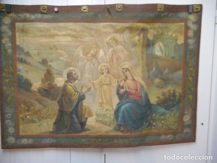 PRECIOSO TAPIZ SAGRADA FAMILIA REPRESENTANDO HUIDA A EGIPTO SIN FIRMA CREO ECHO A MANO (Arte - Arte Religioso - Pintura Religiosa - Otros)