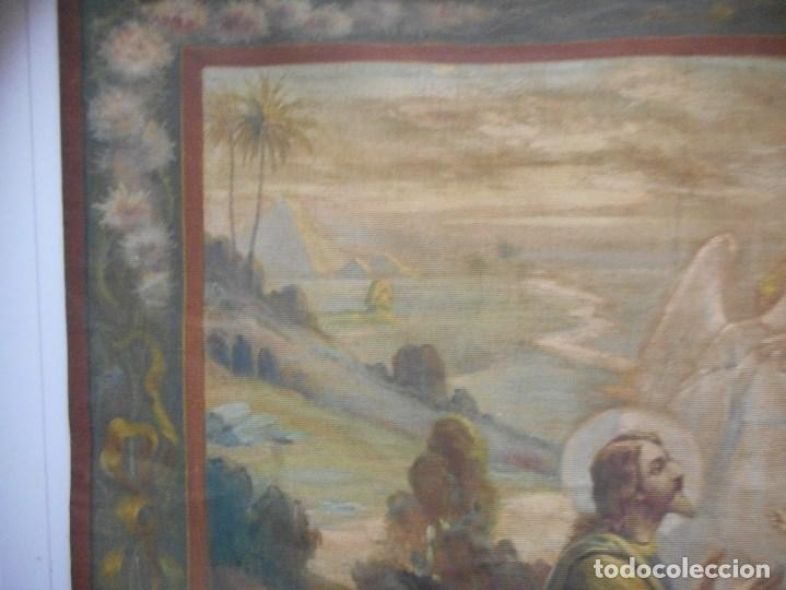 Arte: precioso tapiz sagrada familia representando huida a egipto sin firma creo echo a mano - Foto 3 - 110080447