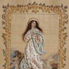Arte: INMACULADA CONCEPCIÓN CONFECCIONADA EN SEDAS Y BORDADOS EN HILO DE ORO. HACIA 1900. MED. 90 X 60 CM.. Lote 111543063