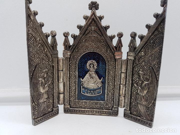 TRÍPTICO ANTIGUO EN METAL PLATEADO DE NUESTRA SEÑORA DE LOS LLANTOS DE ESTILO GÓTICO, ALBACETE (Arte - Arte Religioso - Trípticos)
