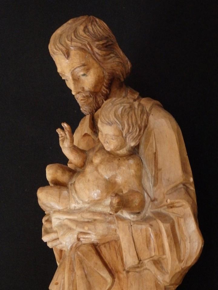 SAN JOSÉ CON EL NIÑO JESÚS. MADERA TALLADA Y PARCIALMENTE POLICROMADA. 40 CM. PPS. S. XX. (Arte - Arte Religioso - Escultura)