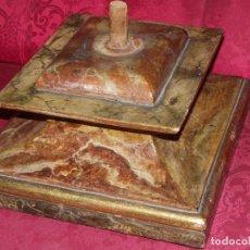 Peana en madera dorada y marmorizada siglo XVIII-XIX