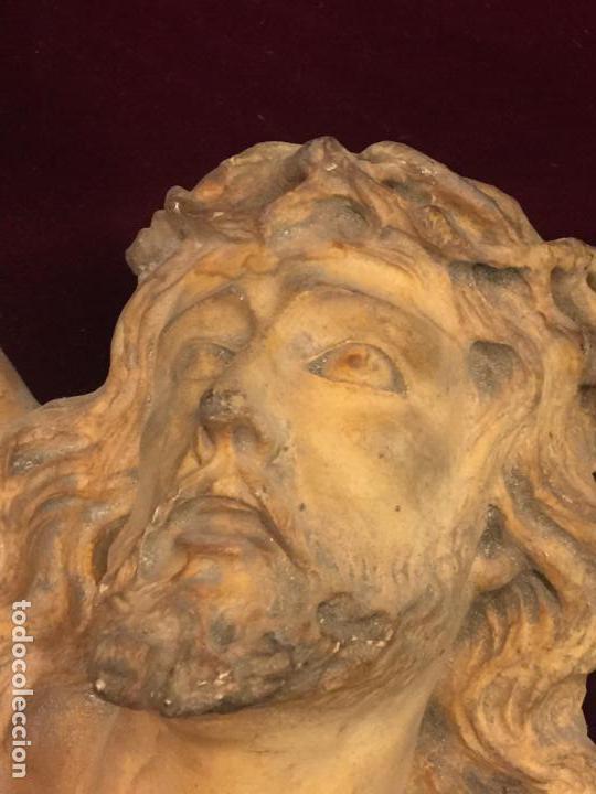 Arte: Enorme antiguo Jesucristo crucificado en estuco, talleres de Olot, mide casi 1metro de altura. Leer. - Foto 2 - 113178959