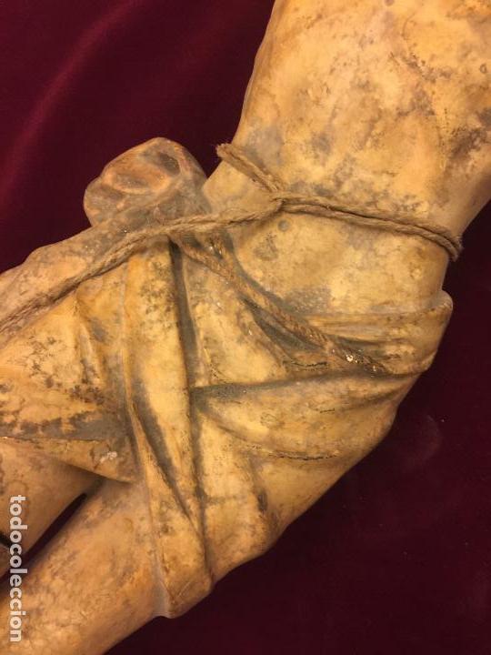 Arte: Enorme antiguo Jesucristo crucificado en estuco, talleres de Olot, mide casi 1metro de altura. Leer. - Foto 4 - 113178959