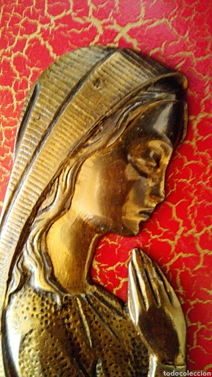 Arte: Retablo Virgen niña. Realizado en madera policromada y bronce dorado. Marco ribeteado en bronce. - Foto 2 - 114004988