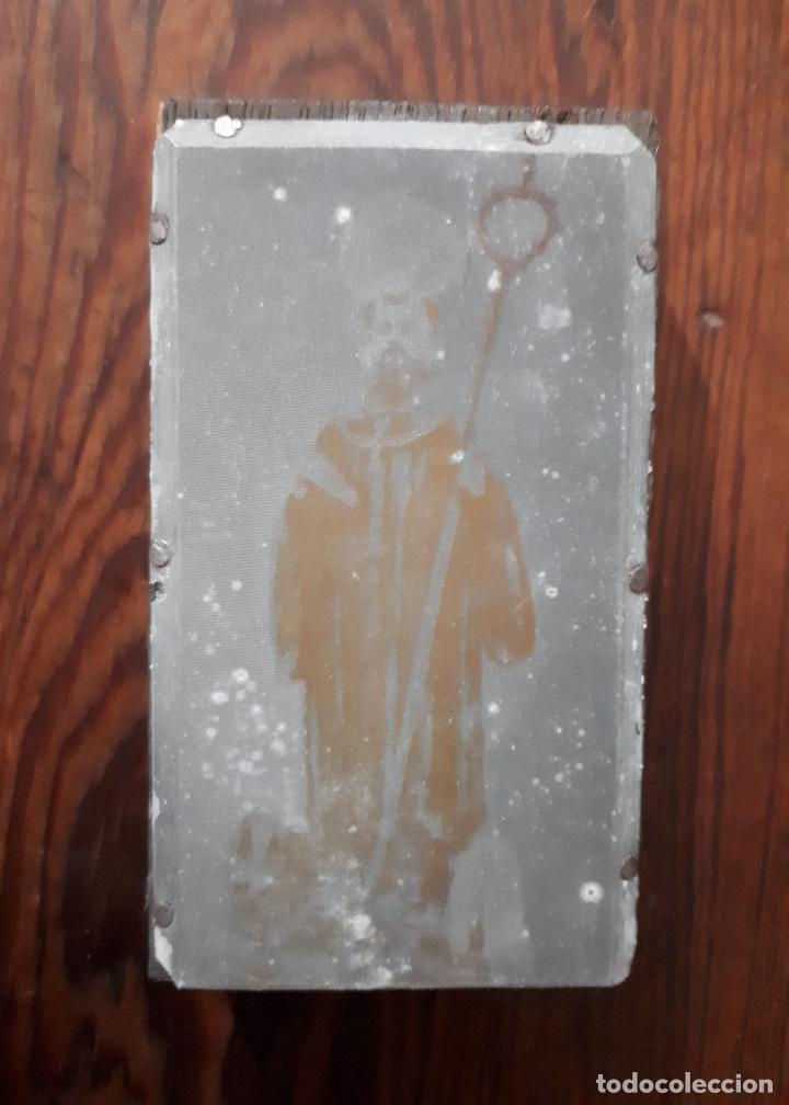 ANTIGUA PLANCHA METALICA SOBRE MADERA PARA IMPRIMIR IMAGEN DE SAN BENITO ABAD DE HERBON LUGO (Arte - Arte Religioso - Grabados)