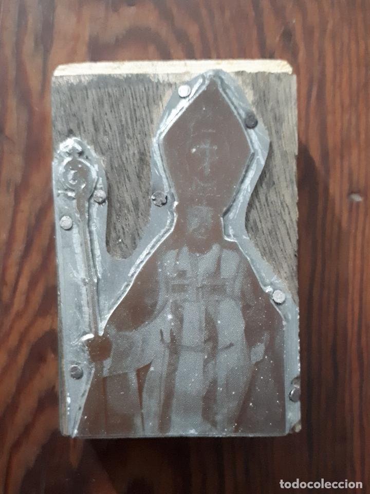 ANTIGUA PLANCHA METALICA SOBRE MADERA PARA IMPRIMIR LA IMAGEN DE SAN BLAS JEREZ CADIZ (Arte - Arte Religioso - Grabados)