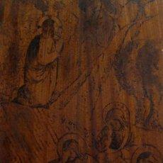 Arte: JESÚS ORANDO EN EL HUERTO DE LOS OLIVOS. TABLA DE MADERA CON ESCENA PIROGRABADO. ANTIGUO. Lote 115256219