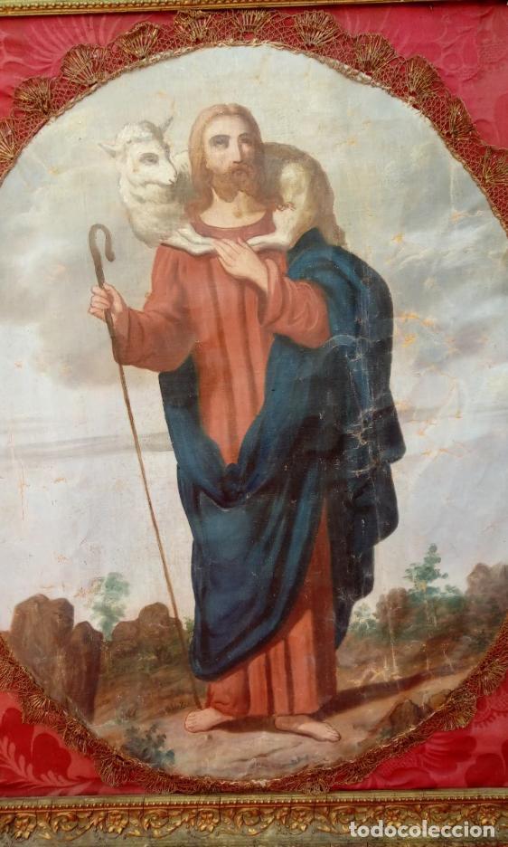ÓLEO S/LIENZO - DIVINO PASTOR- S. XIX OVALADO ADHERIDO A UNA TELA DE DAMASCO ROJA. DIM.- 72X59 CMS (Arte - Arte Religioso - Pintura Religiosa - Oleo)