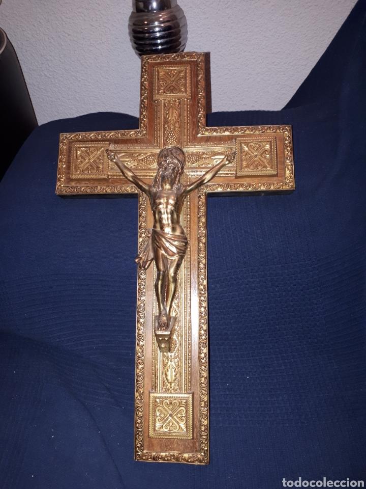 GRAN CRUCIFIJO METAL TALLADO Y MADERA PRINCIPIOS S XX (Arte - Arte Religioso - Escultura)