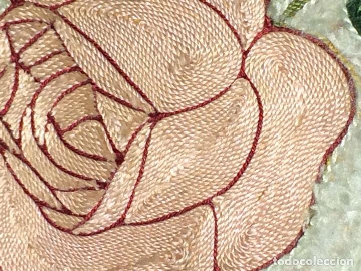 Arte: SANTA CORONADA POR NIÑO JESÚS. HILOS DE SEDA. LITOGRAFÍA A COLOR. ESPAÑA. FIN XIX - Foto 4 - 115711251