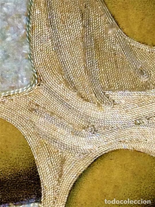 Arte: SANTA CORONADA POR NIÑO JESÚS. HILOS DE SEDA. LITOGRAFÍA A COLOR. ESPAÑA. FIN XIX - Foto 6 - 115711251