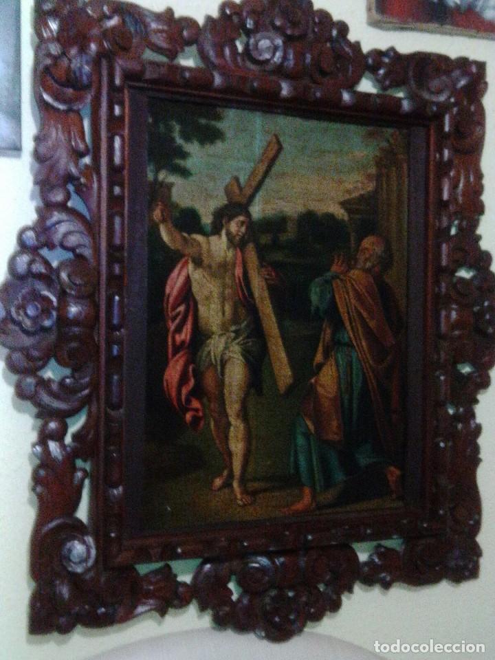 ÓLEO SOBRE TABLA. JESUCRISTO CON LA CRUZ Y SAN PEDRO. BONITO MARCO. (Arte - Arte Religioso - Pintura Religiosa - Oleo)