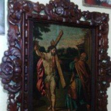 Arte: ÓLEO SOBRE TABLA. JESUCRISTO CON LA CRUZ Y SAN PEDRO. BONITO MARCO.. Lote 116530467