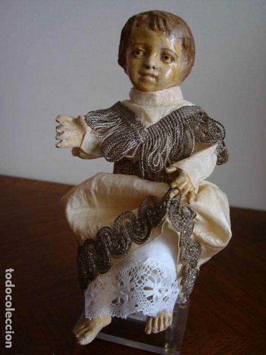 Usado, TALLA ANTIGUA DE NIÑO JESÚS.SIGLO XVIII - XIX CON TRAJE DE SEDA Y PLATA ORIGINAL. segunda mano