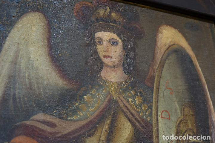 Arte: San Miguel Arcángel. Escuela colonial, s. XVII. Óleo sobre lienzo con marco negro de época. - Foto 2 - 119050919