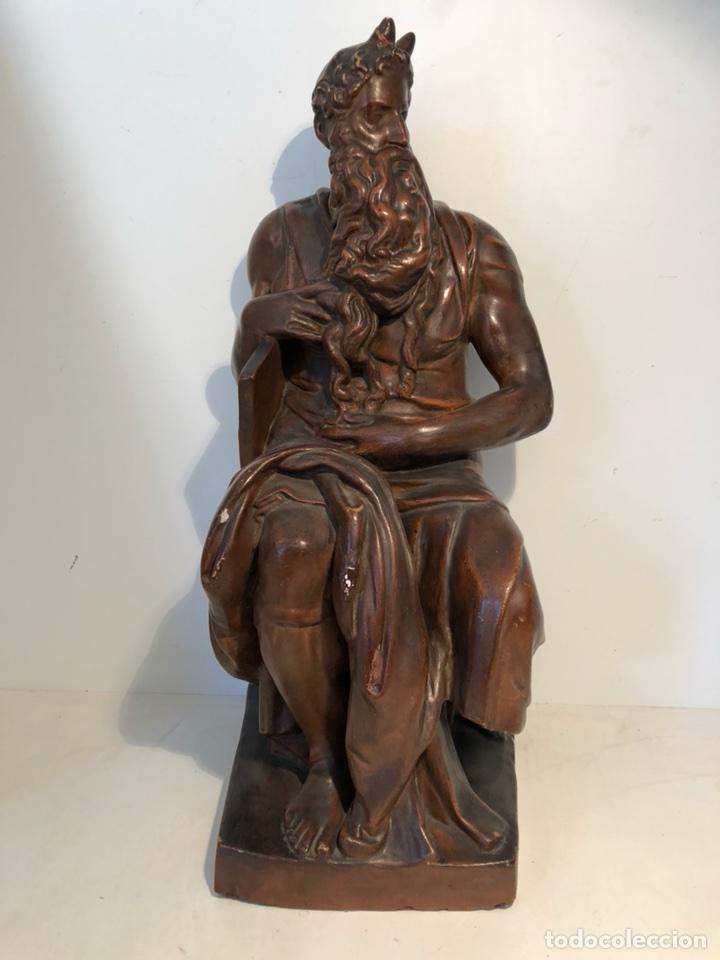 ESCULTURA DE MOISES DE ESTUCO ANTIGUA. 60CM. (Arte - Arte Religioso - Escultura)