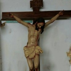 Arte: ESCULTURA JESUS EN LA CRUZ DE MADERA LA CRUZ MIDE 2 METRO DE ALTURA CRISTO 1 METRO ALTURA. Lote 149845073