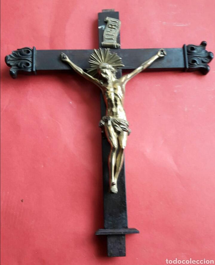 FINO CRISTO EN BRONCE DORADO Y CINCELADO. FINALES SIGLO XVIII PRINCIPIOS DEL XIX. (Arte - Arte Religioso - Escultura)