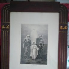 Arte: LÁMINA RELIGIOSA. STE . FAMILLE. ZURICH. MARCO ANTIGUO 50 X 70 CM., CON ADORNOS DORADOS.. Lote 120111895