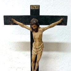 Arte: ANTIGUO CRISTO, TALLA, CRUCIFICADO EN MADERA DE NOGAL POLICROMADO. SIGLO XVIII, PIEZA BARROCA. 48CM. Lote 121325315