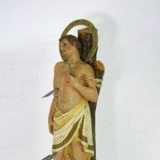 Arte: ANTIGUA BELLA ESTATUA RELIGIOSA OJOS DE CRISTAL SAN SEBASTIAN . PP. S. XX OLOT + PEANA DORADA. Lote 123421199