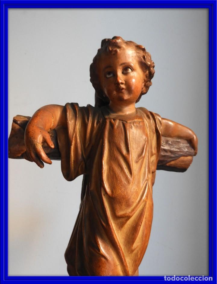 ANTIGUO NIÑO JESUS EN LA CRUZ OJOS CRISTAL ESTUCADO (Arte - Arte Religioso - Escultura)