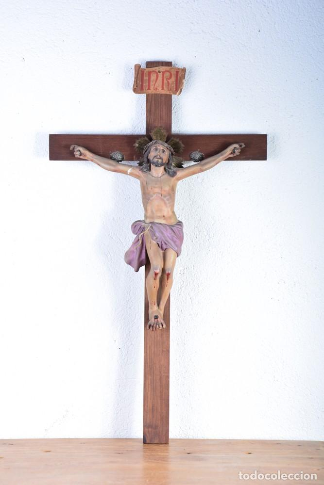 CRUCIFIJO - CRISTO EN CRUZ - MADERA Y ESTUCO - POLICROMADO - MARCA POSIBLE OLOT (Arte - Arte Religioso - Escultura)