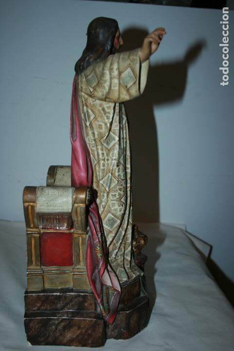 Arte: Cristo Rey entronizado,Sagrado Corazón, decoracíón con dorados, ojos de cristal. 38 x 15 x 14. - Foto 11 - 126405915