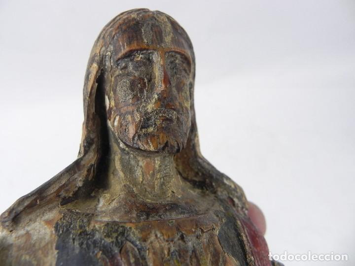 Arte: Talla de madera del Sagrado corazón de Jesús, siglo XIX, Mide 32,5 cms de alto. tal y como se ve en - Foto 11 - 126416591