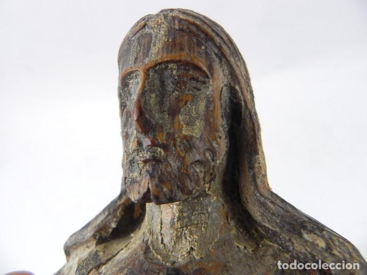 Arte: Talla de madera del Sagrado corazón de Jesús, siglo XIX, Mide 32,5 cms de alto. tal y como se ve en - Foto 12 - 126416591